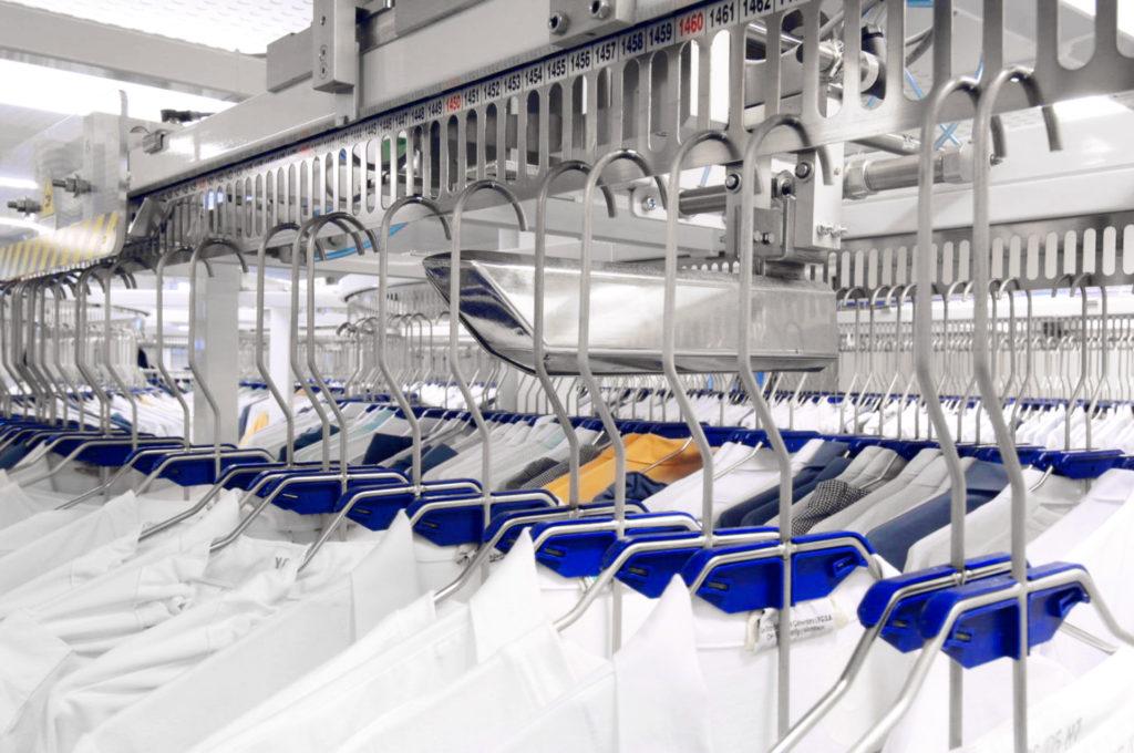Almacén giratorio de ropa laboral