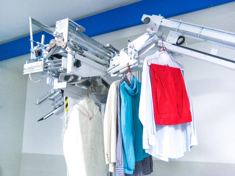 Imbustatrice automatica per capi d'abbigliamento